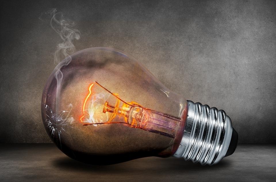 Законно ли отключать электричество должникам